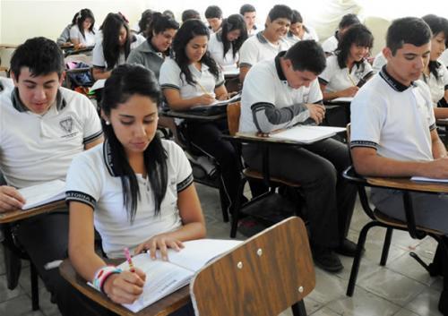 Mil 800 estudiantes de prepa truncan sus estudios cada año